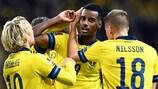 Suecia celebra un gol ante Grecia