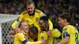 Schweden feiert einen seiner Treffer gegen  Griechenland